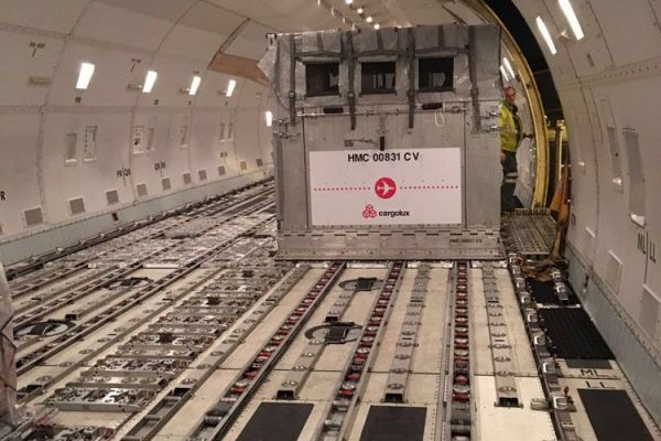 air-transport-loading-container-in-airplane-10.jpg