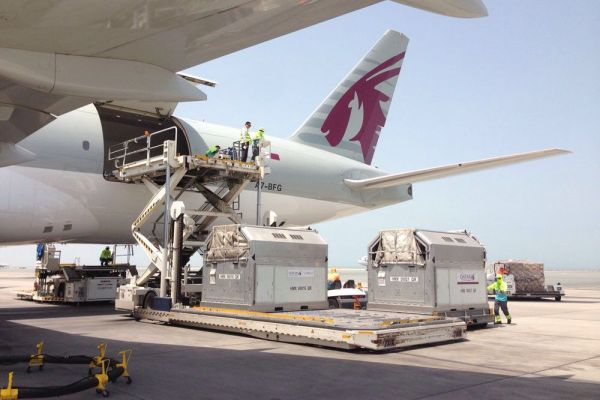 air-transport-loading-container-in-airplane-06.jpg